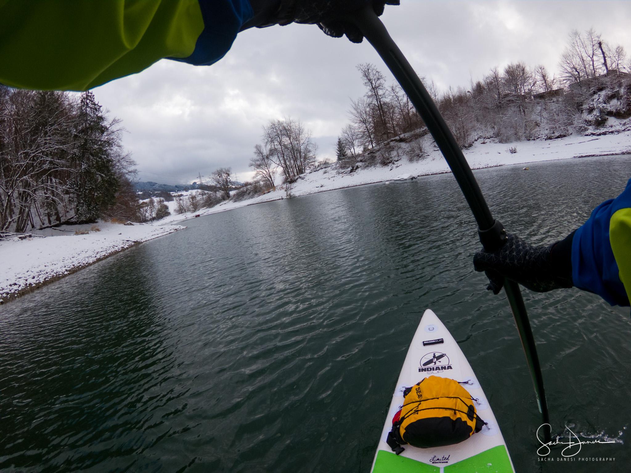 SUP auf dem winterlichen Greyerzersee